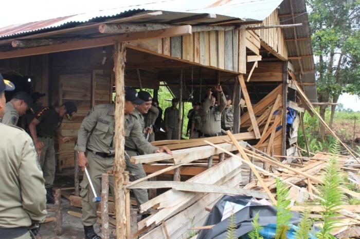 Hasil gambar untuk gambar satpol pp warung