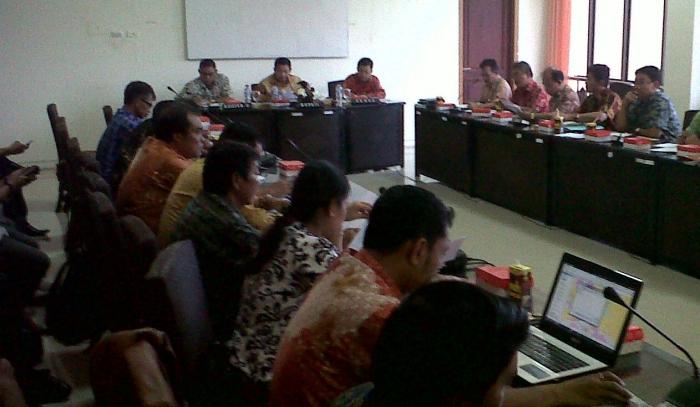 rapat pembahasan bandara internasional di kantor Bupati Katingan.