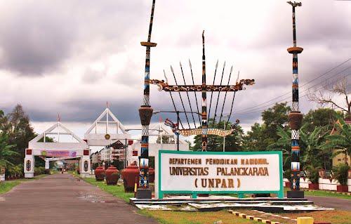 Gerbang kampus Universitas Palangka Raya.