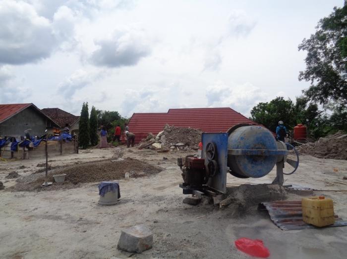 Ini adalah lahan milik Lie an, di Jalan Iskandar Pangkalan Bun, yang bagian belakangnya longsor, Senin (20/4/2015) malam. Tampak atap rumah milik Ahmad Saiful, yang menjadi korban longsor itu. Lie an mengatakan, belum punya rencana mendirikan bangunan di atas lahan ini. (FOTO: BUDI BASKORO)