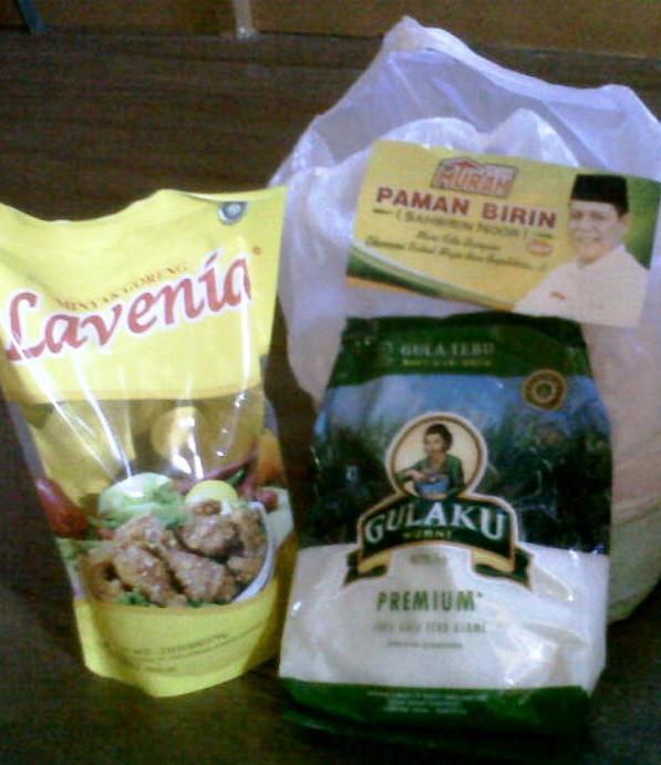 SEMBAKO MURAH : Inilah paket sembako murah yang dijual bakal calon gubernur Kalsel, Bahbirin Noor