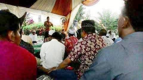 SILATURAHIM: Masyarakat dari berbagai elemen di Kalimantan Tengah, menghadiri acara silaturahim dan buka puasa bersama Haji Abdul Rasyid AS di Vila Sulung, Arut Selatan, Kotawaringin Barat, Jumat (3/7/2015)