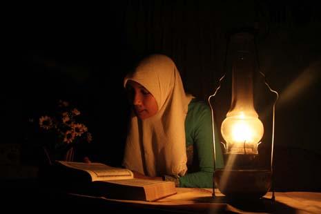 Ilustrasi seorang Qoriyah membaca Alquran. Dalam Musabaqah Tilawatil Quran tingkat Provinsi Kalimantan Tengah 2016, Pemkab Kotim menargetkan jadi juara umum. BORNEONEWS/DOK