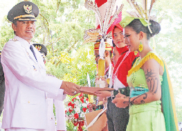 Plt BUPATI: Wakil Bupati Kotawaringin Barat Bambang Purwanto ditunjuk oleh Mendagri sebagai pelaksana tugas Bupati Kotawaringin Barat menggantikan Ujang Iskandar.