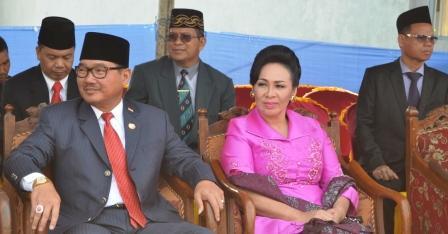 Bupati Barito Selatan, Farid Yusran bersama istri menghadiri sebuah acara, beberapa waktu lalu. BORNEO/DOK