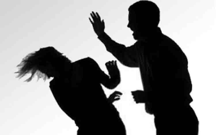 Seorang perempuan berinisial Am, 48, melaporkan peristiwa penganiayaan dan pengancaman ke Polres Palangka Raya. ILUSTRASI: KABARMUSLIMAH
