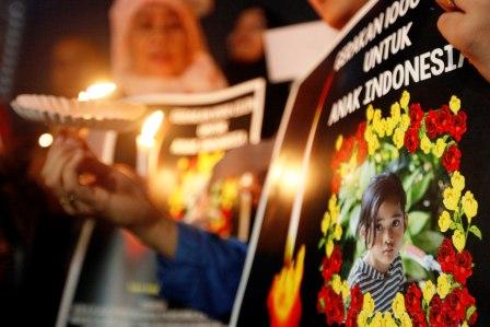 KASUS PEMBUNUHAN ENGELINE : Kasus pembunuhan Engeline, bocah cantik di Bali sempat menyita perhatian publik. Kini aktor utama pembunuhan itu sudah divonis majelis hakim PN Denpasar dengan hukuman penjara seumur hidup.