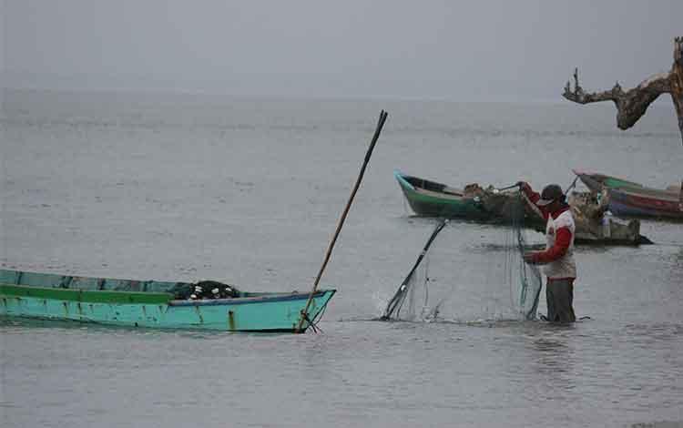 Hầu hết ngư dân ở Tây Kotawaringin vẫn sử dụng ngư cụ đơn giản.  BORNEONEWS / CR-1