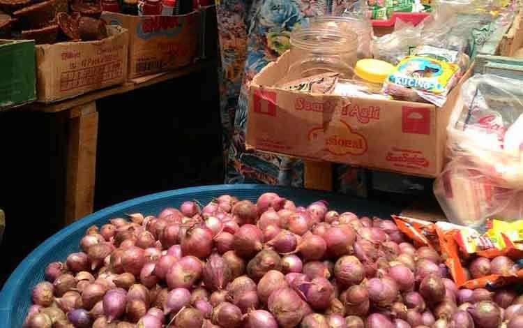 Tim Pengendali Inflasi Daerah (TPID) Provinsi Kalimantan Tengah memprediksi komoditi bawang merah akan menjadi penyumbang inflasi pada tiga bulan ke depan yaitu Mei, Juni dan Juli 2016. BORNEONEWS/TESTI PRISCILLA