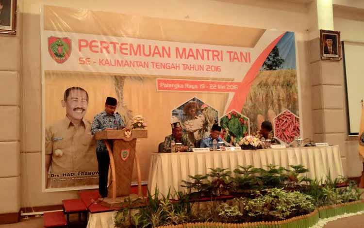 Pertemuan Mantri Tani se Kalimantan Tengah, di Hotel Luwansa, Palangka Raya, Jumat (20/5/2016). BORNEO/TESTI PRISCILLA