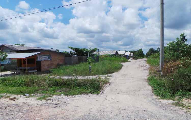Tim terpadu akan menertibkan lokasi prostitusi. Tampak salah satu lokasi yang diindikasikan menjadi tempat prostitusi terselubung di Jalan A Yani, Pangkalan Bun. BORNEONEWS/KOKO SULISTYO