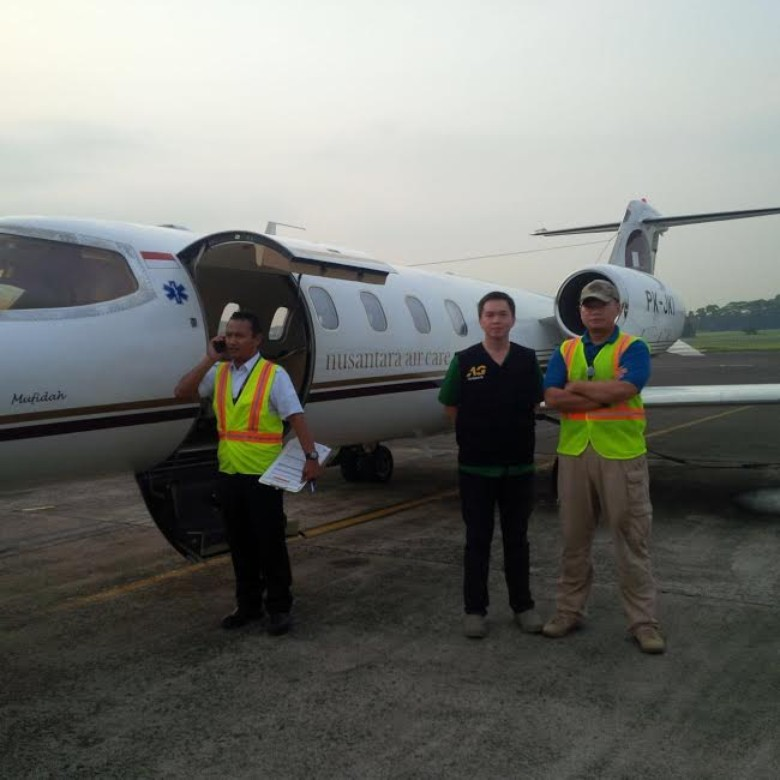 Pesawat jet yang disewa Artha Graha Peduli untuk mengevakuasi Dokter Arifin K Anwar (36), Sabtu (21/5/2016). Dokter kelahiran Pangkalan Bun, Kotawaringin Barat, Kalimantan Tengah itu, mengalami koma di Bajawa, Ngada, Nusa Tenggara Timur. BORNEO/Artha Grah