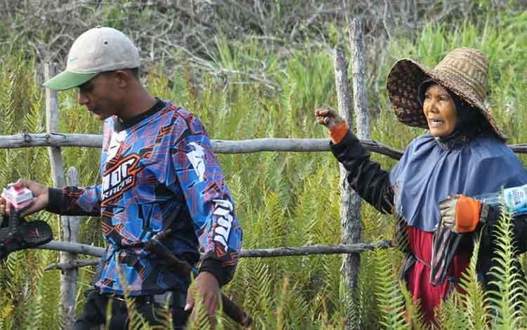 Jelang musim kemarau tahun ini, sejumlah petani tambak di Kuala Pembuang khawatir pada dampak usaha tambak yang ditekuni. BORNEONEWS/PARNEN