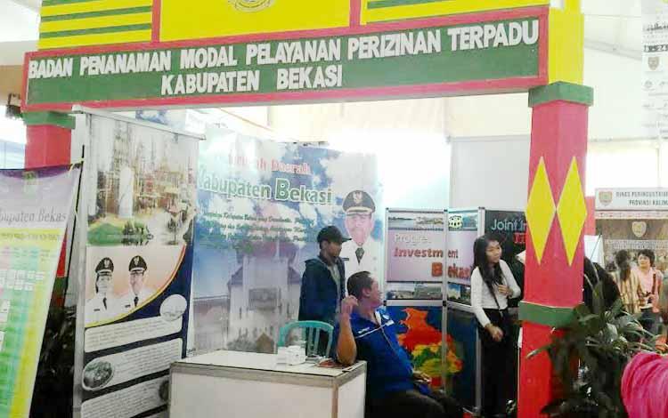 Kalteng Quality Expo 2016 di Palangka Raya, ternyata juga diisi peserta dari luar Kalimantan Tengah. Salah satunya, ini stand Kabupaten Bekasi, Jawa Barat. BORNEO/TESTI PRISCILLA