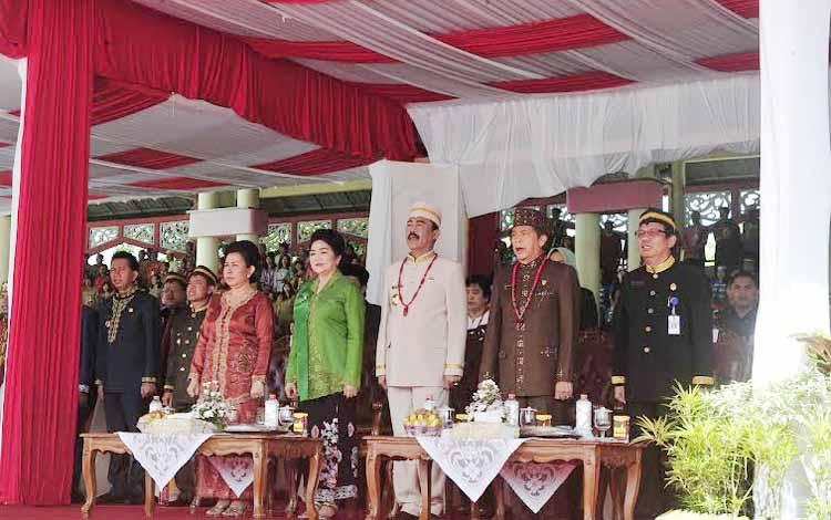 Penjabat Gubernur Kalimantan Tengah Hadi Prabowo dalam upacara Hari Jadi ke 59 Provinsi Kalimantan Tengah, di Stadion Olahraga Sanaman Mantikei, Palangka Raya, Senin (23/5/2016). BORNEO/TESTI PRISCILLA