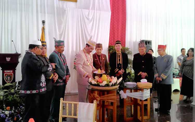 Syukuran Hari Jadi ke 59 Kalimantan Tengah, di Istana Isen Mulang, Palangka Raya, Senin (23/5/2016). Acara juga dihadiri Habib H Said Ismail (kiri ujung) Wakil Gubernur Terpilih Kalteng 2016-2021. BORNEO/TESTI PRISCILLA
