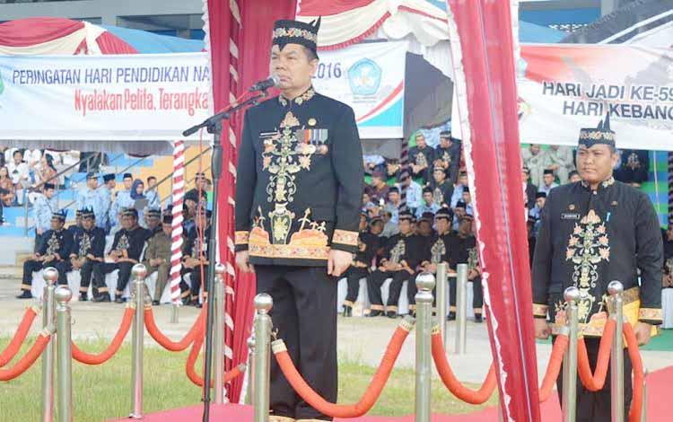 Bupati Kapuas Ir Ben Brahim S Bahat menjadi Inspektur Upacara Empat peringatan hari besar tersebut yaitu Peringatan Hari Jadi Ke 59 Provinsi Kalimantan Tengah, Hari Kebangkitan Nasional Ke 108, Hari Pendidikan Nasional dan Hari Otonomi Daerah. (foto