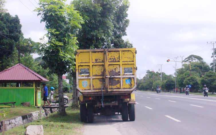 Truk Sampah Kota Palangka raya (foto: rozikin)