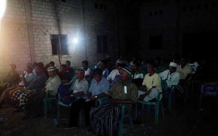 Dialog petani Sabuai dengan BUMP PT Sabuai Agro Lestari dan perusahaan pendamping PT Kalimantan Mitra Mandiri. (BORNEO/YOHANES WIDADA)
