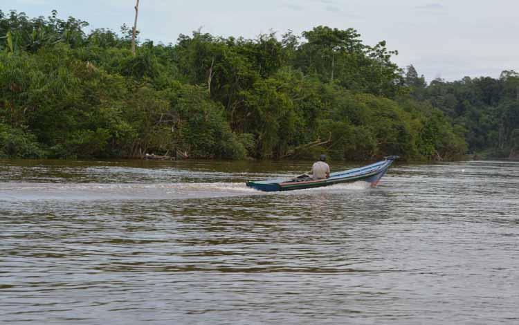 Aliran Sungai Barito di Kabupaten Murung Raya.