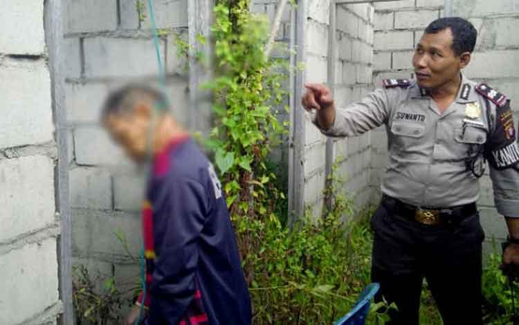Kornelius (51) warga Jalan Dayak Permai, Mahir Mahar, Km 8, Palangka Raya ditemukan tergantung di sebuah bangunan beton, Selasa (24/5/2016). Sementara di Kecamatan Bukit Batu, juga ditemukan seorang pemuda Dery Gusmawan tewas gantung diri. BORNEONEWS/BUDI