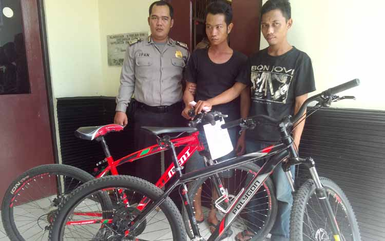 Muhammad Khairani, alias Hasan ditangkap atas kasus pencurian ponsel di kantor RRI, Jalan MH Thamrin, Palangka Raya. BORNEONEWS/BUDI YULIANTO