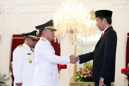 Gubernur dan Wakil Gubernur Kalteng Sugianto Sabran-Habib S Ismail dilantik Presiden Joko Widodo di Istana Negara, Rabu (25/5/2016) sore. (BORNEO/PANCA SURKANI)