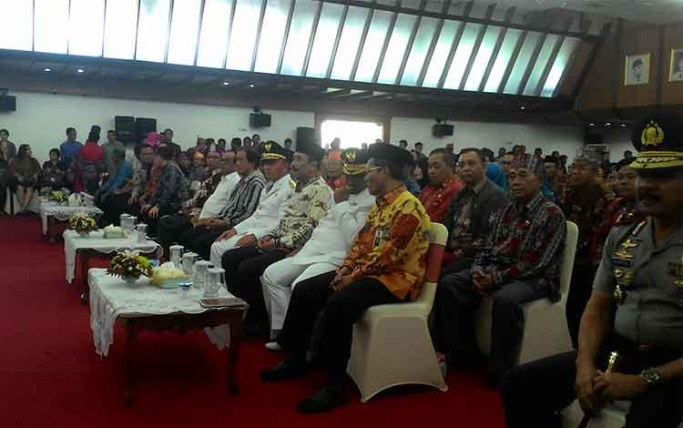 Gubernur dan Wakil Gubernur Kalimantan Tengah Sugianto Sabran dan Habib Said Ismail siap mengikuti prosesi Serah Terima Memori Jabatan BORNEONEWS/TESTI PRISCILLA