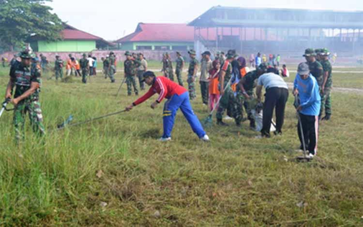 KARYA BHAKTI TNI : Karya Bhakti TNI Kodim 1015 Sampit sangat dirasakan manfaatnya dalam membuka keterisolasian daerah.   BORNOENEWS/M.RIFQI