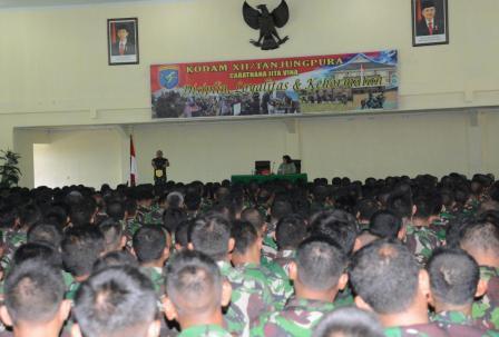 Mayjen TNI Agung Risdhianto berpamitan kepada prajurit dan PNS Kodam XII Tanjungpura. Ia akan berpindah tugas ke mabes TNI di Cilangkap.