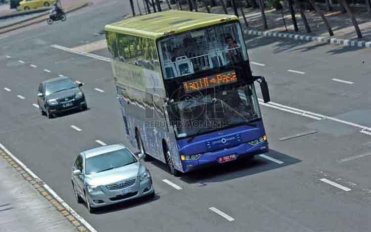 Bus tingkat TransJakarta. REPUBLIKA