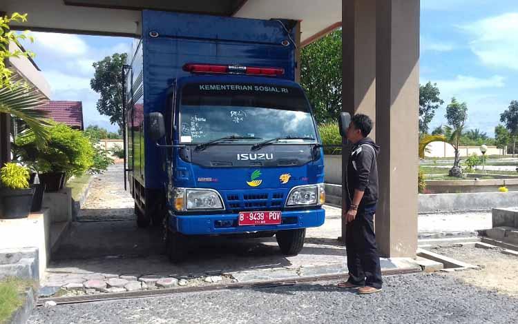 Foto : Mobil dapur umum yang diterima Dinas Sosial Tenaga Kerja dan Transmigrasi saat ini sudah berada di dinas terkait.  BORNEONEWS/NORHASANAH
