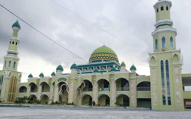 Situasi di lingkungan Masjid Riyadlus Solihin Pangkalan Bun, Jumat (27/5/2016). Tak ada aktivitas pengukuran ulang arah kiblat meski hari ini terjadi fenomena Istiqa A'zam. BORNEONEWS/CECEP HERDI