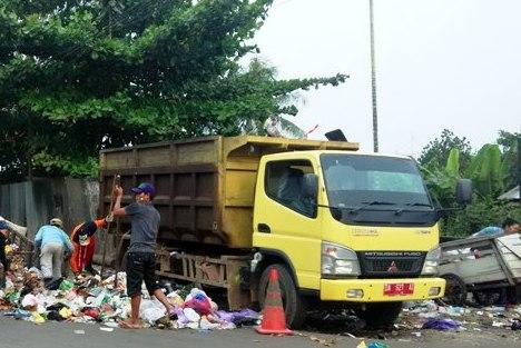 Salah satu armada truk pengangkut sampah di Kotawaringin Barat, Kalimantan Tengah. (BORNEONEWS/DOK)