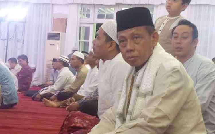 Kepala Kanwil Kementerian Agama, Kalimantan Tengah, Abdul Halim, saat menghadiri doa bersama di Rumah jabatan Gubernur Kalteng, Jumat (27/5/2016) malam. BORNEONEWS/M. MUCHLAS ROZIKIN