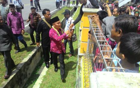 Gubernur Sugianto tiba di bandara Iskandar, Pangkalan Bun. (Minggu, 29/5/2016) (BORNEONES/RADEN ARYO)