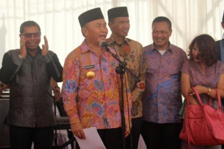 Gubernur Sugianto memberikan sambutan yang menyegarkan suasana. (borneo/yudha)