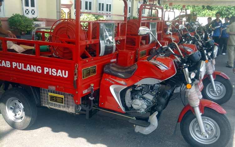 Pemkab Pulang Pisau siap menyalurkan lima unit alat pemadam kebakaran portable. Menurut Kabag Administrasi Keuangan dan Perlengkapan, M. Insyafi, Senin (30/5/2016), satu di antaranya sudah diserahkan ke Kecamatan Maliku. BORNEONEWS/JAMES DONNY.
