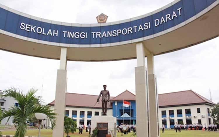Pemkab Kotim menandatangani nota kesepahaman dengan Sekolah Tinggi Transportasi Darat (STTD). Kotim dapat jatah 40 taruna masuk STTD dengan ikatan dinas. www.sttd.ac.id. BORNEONEWS/DOK