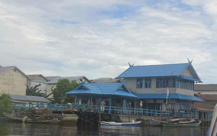 Pelabuhan Pegatan di Kecamatan Katingan Kuala setiap hari selalu ramai  aktivitas bongkar muat barang maupun ikan. Di lain pihak pemerintah berencana membangun pelabuhan samudera di pesisir Pantai Pegatan.   borneo/abdul gofur