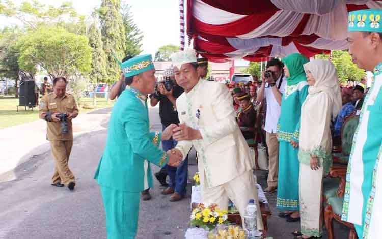Gubernur Kalimantan Tengah Sugianto dan Wakil Walikota Riban Satia. BORNEONEWS/ROZIKIN
