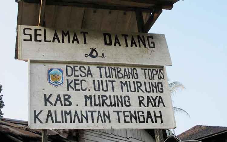 Desa Tumbang Topus. Masyarakat Desa Tumbang Topus Kecamatan Uut Murung memilih dibuatkan jalan tembus ke Provinsi Kalimantan Timur karena lebih dekat ketimbang ke wilayah ibu kota kecamatannya.