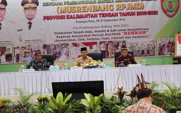 Gubernur saat menutup Musrenbang RPJMD di Aula Bapppeda Kalteng jalan Diponegoro, Kamis (29/9/2016) sore. BORNEONEWS/ROZIKIN