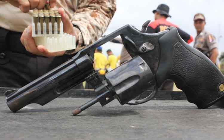 Ilustrasi. Ada 6 polisi diperiksa karena kedapatan membawa pistol ketika menjagademonstrasi berujung kematian mahasiswa/