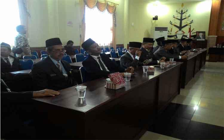 Suasana ruang rapat Peteng Karuhei II, lokasi acara pelantikan pejabat Pemerintah Kota Palangka Raya, Jumat (30/12/2016). BORNEONEWS/TESTI PRISCILLA