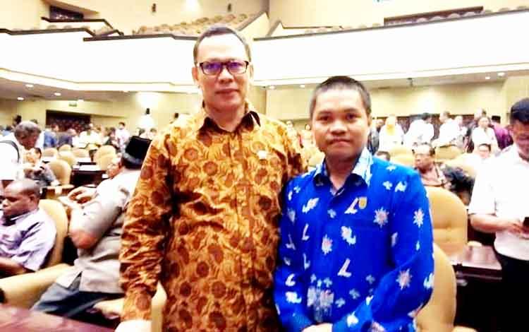 Anggota DPRD Kapuas, Berinto (kanan), bersama anggota DPD RI asal Kalimantan Tengah, H. Muhammad Mawardi.