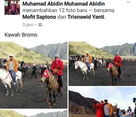 NAIK KUDA : Wakil Walikota Palangka Raya, Mofit Saptono Subagio bersama istri sedang bahagia naik kuda saat liburan ke Gunung Bromo, Jawa Timur.