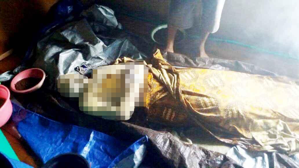 Korban ditemukan oleh salah satu nelayan saat melakukan aktifitas penangkapan ikan, tanpa sengaja jaring ikannya tersangka jasad korban. Nampak jenazah saat berada di rumah korban, Desa Tanjung Putri.