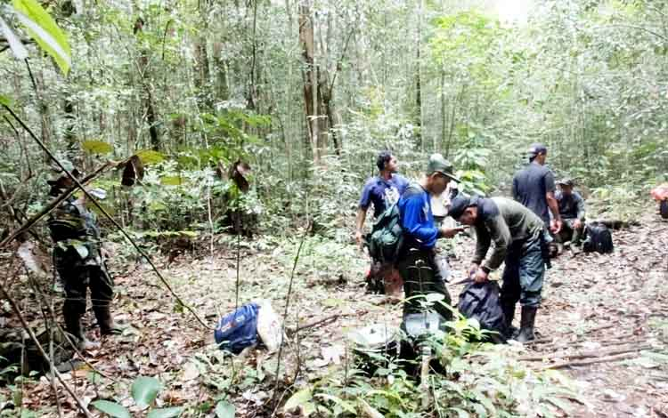 Tim gabungan saat razia tambang ilegal di Sungai Sekonyer kawasan Taman Nasional Tanjung Puting, bulan lalu.