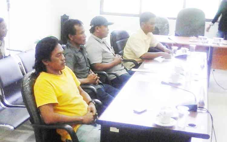 Pihak perwakilan karyawan Sinar Mas Group saat ikut hearing bersama DPRD Seruyan dan Pemkab Seruyan, Senin (27/2/2017) sore.